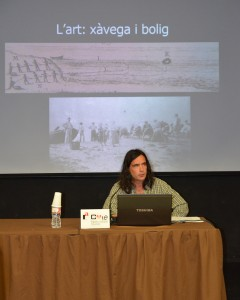 Marcel Pujol en un moment de la conferència presentat els arts antics
